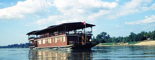 Auf dem Mekong von Thailand nach Laos